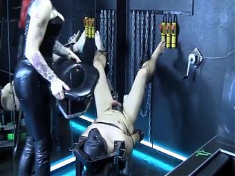 Mistress facesits a hapless slave